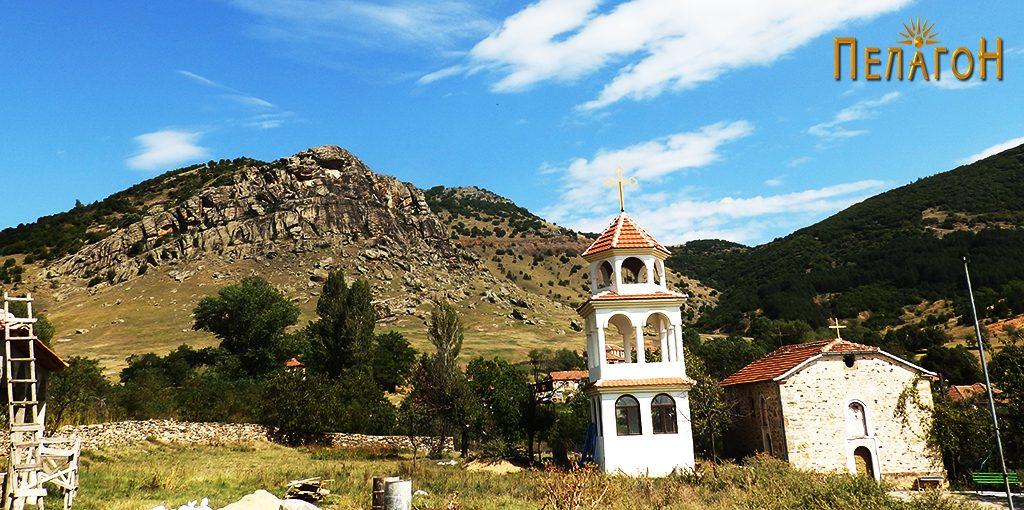Црквата со карпата Црвеница