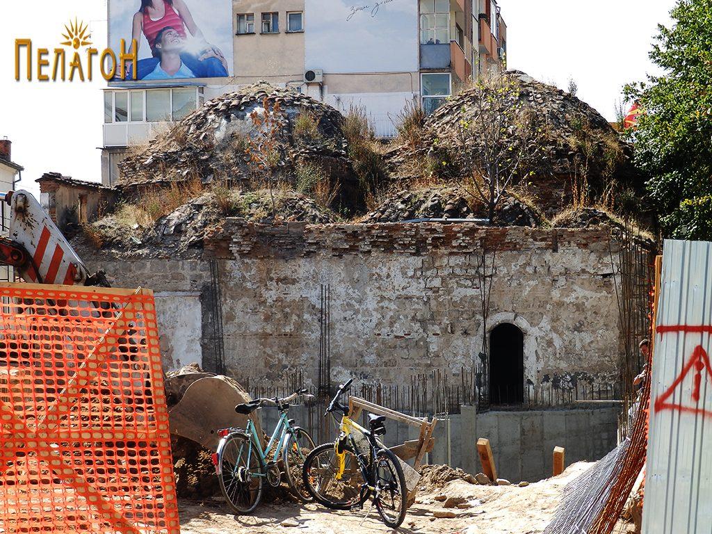 Пред нерколку години, при еден обид за изградба на објект залепен за бањата 2