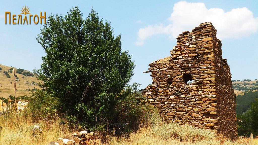 Остатоци од кулата на Дабовци во која била лоцирана четата 3