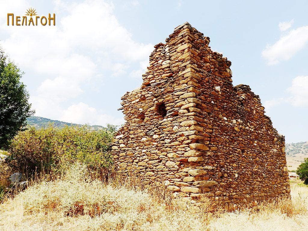 Остатоци од кулата на Дабовци во која била лоцирана четата 4